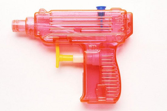 0815-flash-mob-water-pistol_full_600